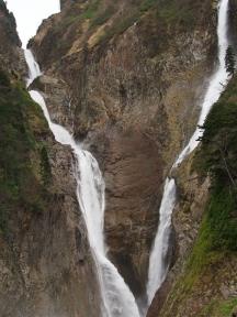 富山県立山町 称名滝