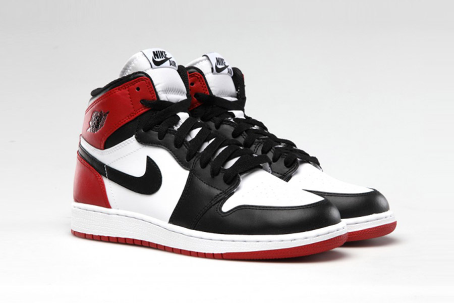 nike-air-jordan-1-retro-high-og-black-toe-555088-125-release-201611.jpg