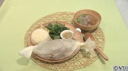 チキンプレート(ジンジャーライス、薬味サラダ添え)と鶏皮スープ