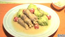 エノキ茸の豚肉巻きと長芋のキャベツ巻き物、白味噌仕立て