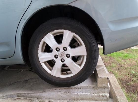 左後輪タイヤ当て