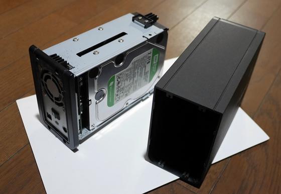 旧HDDケースから取り出す