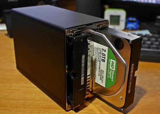 新HDDケースに入れる