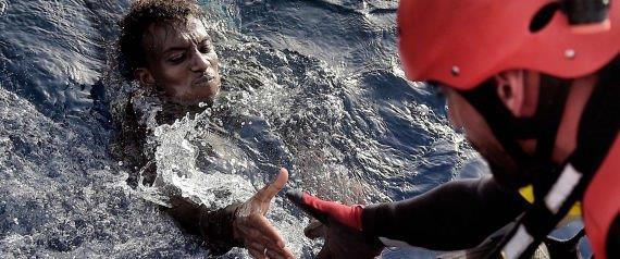 20161006リビア沖で救助される難民