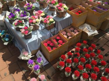 花屋さん大忙し!明日は両親の日。