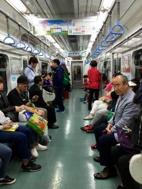 釜山で乗る地下鉄にて感じる事。