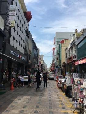 温陽温泉駅近のファションストリート。