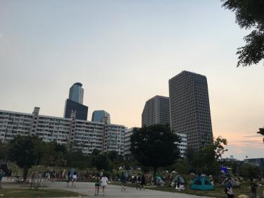 今年の漢江は日が暮れても暑かった・・w