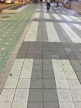 くねくねの歩道w