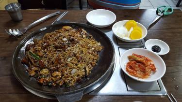 鉄板ジャンジャン麺というメニューを見て・・