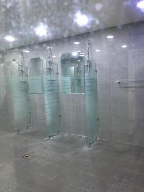 シャワー室。