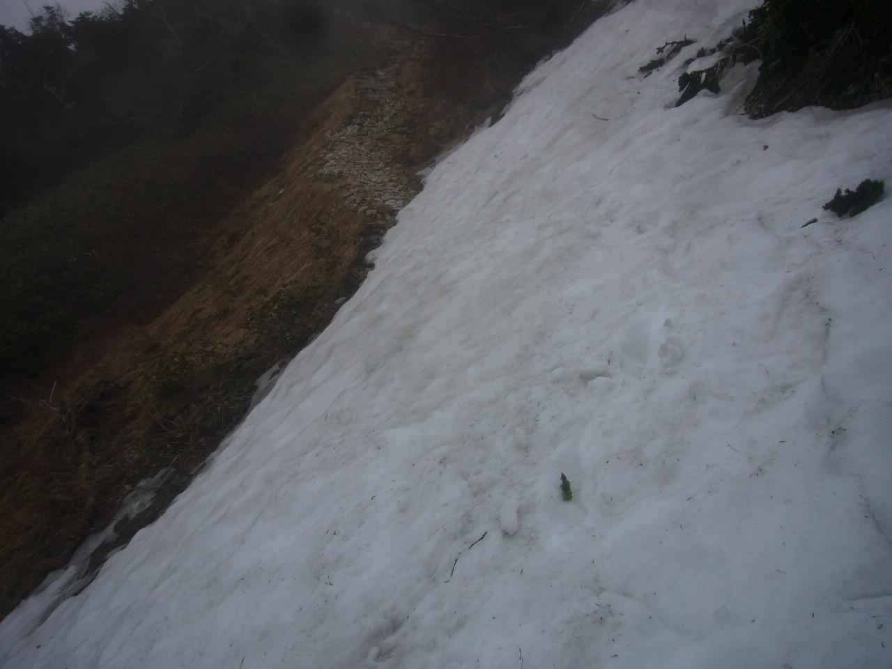 滑ったら谷底へ H28.5.28