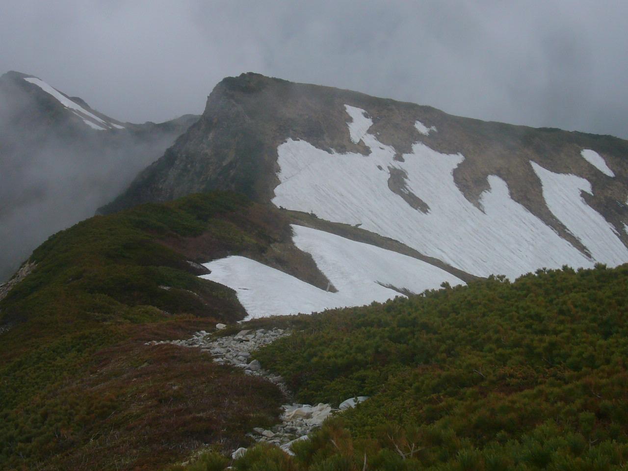 別山から白山稜線 雪渓トラバス危険 H28.5.28