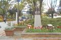 横浜公園入口のブラントンの像