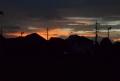 西の空は夕焼け
