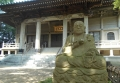 本堂と石仏