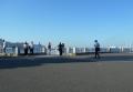 客船を背景に記念撮影