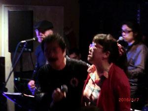 2016-5芳野藤丸ライブで歌う