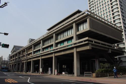 0021:香川県庁舎 県庁前通りの向かい側から