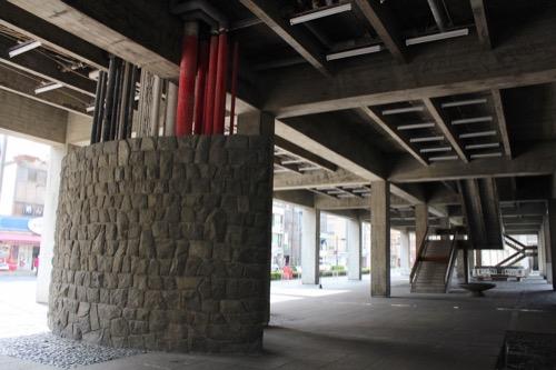 0021:香川県庁舎 東館ピロティ⑤