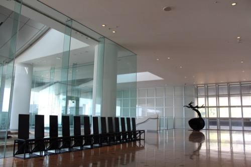 0080:和歌山県立近代美術館 2階ホワイエ