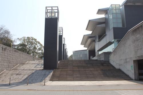 0080:和歌山県立近代美術館 メインアプローチをみる