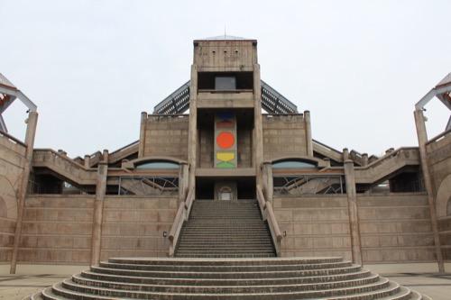 0085:瀬戸大橋記念館 西側から展望次第へのアプローチ