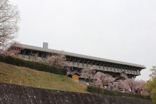 0086:津山文化センター 石垣の上にそびえる文化センター