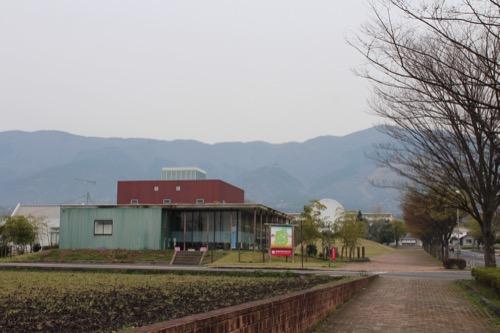 0087:奈義町現代美術館 見えてくる美術館