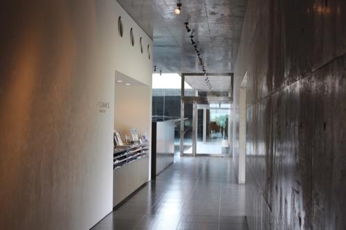 0087:奈義町現代美術館 受付カウンター