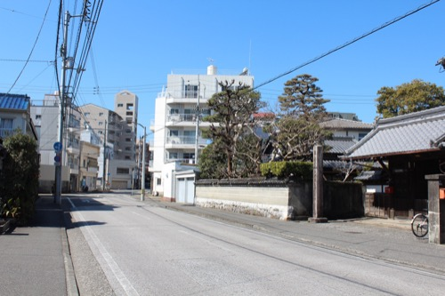 0091:稱名寺本堂 道路から