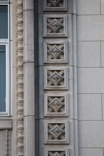0094:愛媛県庁舎 細かく刻まれた花のデザイン