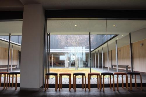 0096:伊丹十三記念館 中庭を見る