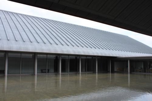 0098:佐川美術館 水が張られた中庭