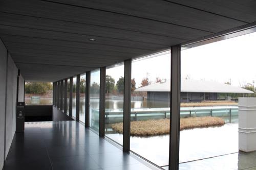 0098:佐川美術館 楽吉左衛門館への通路