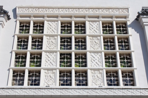 0104:大阪市立美術館 本館正面部の窓意匠