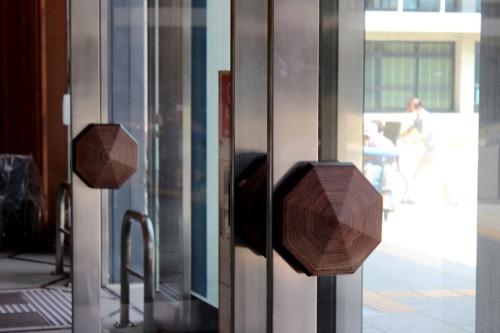 0110:奈良県庁舎 玄関の手摺