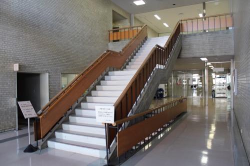 0111:奈良県文化会館 東側入口の階段