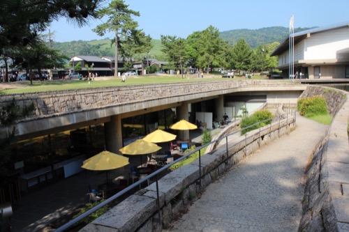 0113:奈良国立博物館 地下回廊へのスロープ②