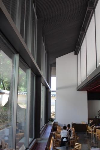 0114:東大寺総合文化センター カフェ部分の吹抜け
