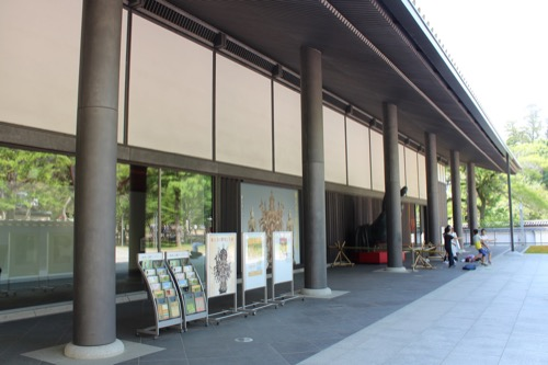 0114:東大寺総合文化センター 正面の列柱①