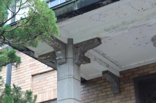0119:京都市美術館 事務所棟の柱