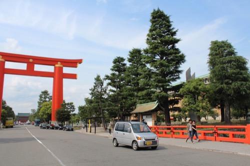 0119:京都市美術館 神宮道から美術館を見る