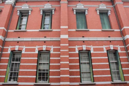 0120:京都文化博物館別館 フロアごとに異なる窓のデザイン