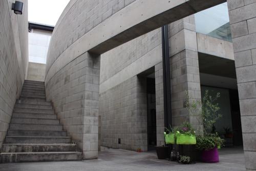 0124:B-LOCK北山 階段をのぼる