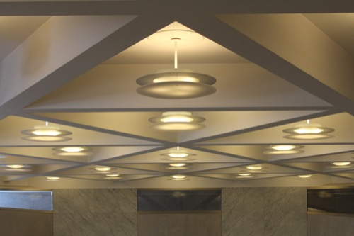 0125:京都コンサートホール 円錐台の天井照明