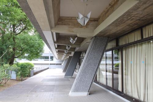 0126:国立京都国際会館 斜めに配された柱