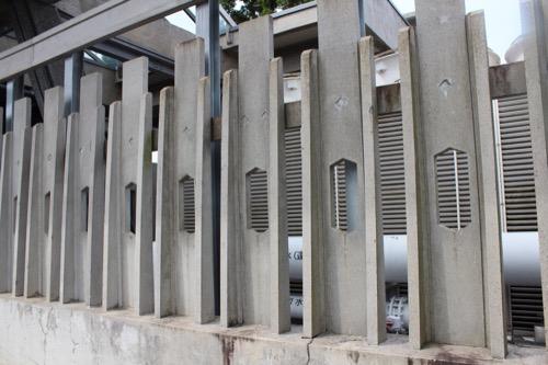 0126:国立京都国際会館 室外機を囲むデザイン