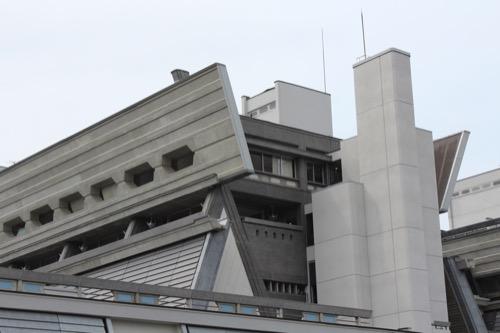0126:国立京都国際会館 本館正面から上部をみる