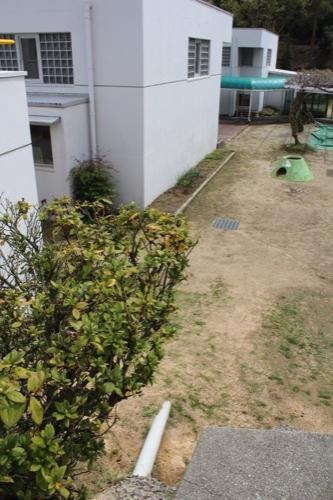 0127:直島幼児学園 幼稚園と保育園の区切りとなる配管